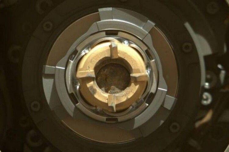 Монументальне досягнення: марсохід таки зібрав проби ґрунту з Червоної планети