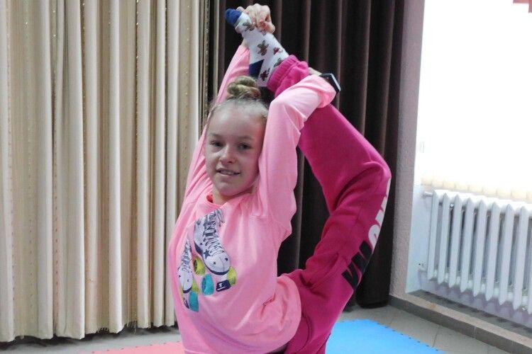 Дівчинка з волинського села мріє про велику гімнастику
