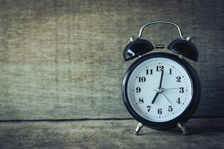 Перехід на зимовий час: коли українці зможуть довше спати