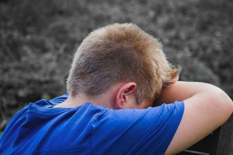 Однокласники жорстоко побили 12-річного хлопчика: дитина в лікарні