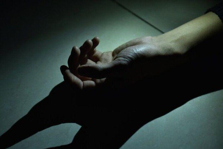У Луцьку в підвалі багатоповерхівки виявили труп чоловіка