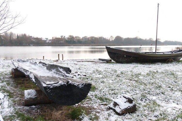 Експерти визначили вік довбанки, яку витягли з дна річки на Рівненщині