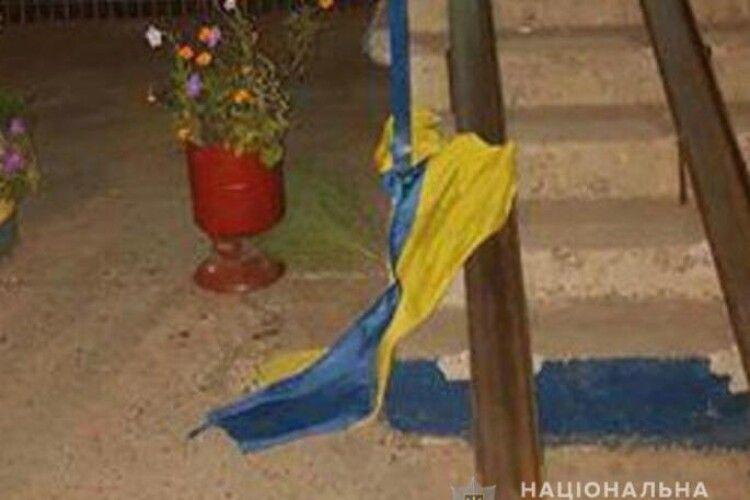 Жителя Кривого Рогу засудили до трьох років в'язниці за наругу над Державним Прапором України