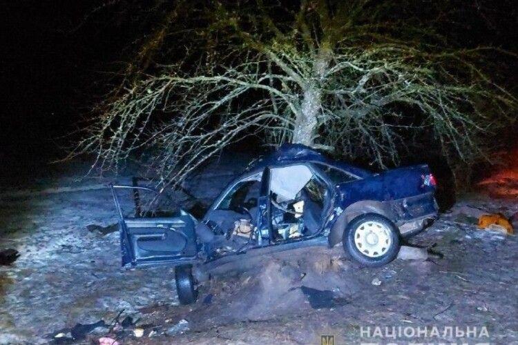 На Рівненщині підлітки вирішили покататися на авто родича: один загинув, троє в реанімації (Фото)