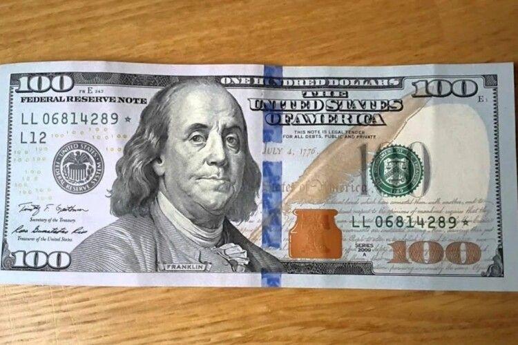 На Рівненщині 57-річний дядько віддухопелив дружину і намагався відкупитися від поліції сотнею «баксів»