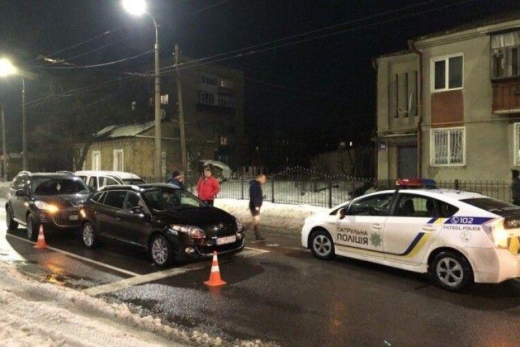 У Луцьку зіткнулися три автівки: рух ускладнений (Фото)