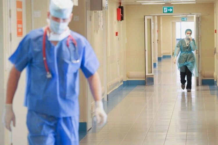 12  волинських лікарів-епідеміологів працюють без перепочинку