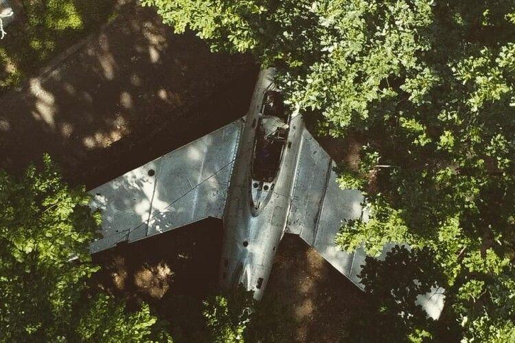 У волинському лісі стоїть покинутий винищувач Гагаріна