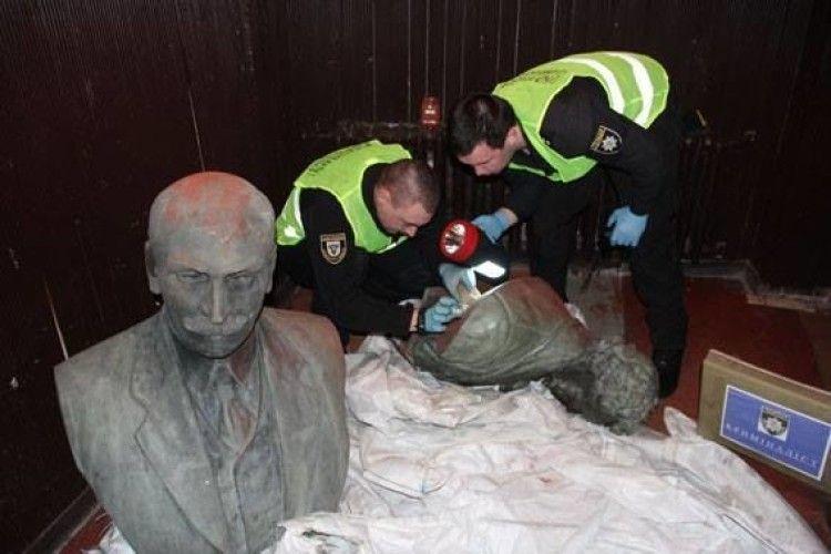 У Чернігові затримали викрадачів пам'ятників Коцюбинському та Пушкіну