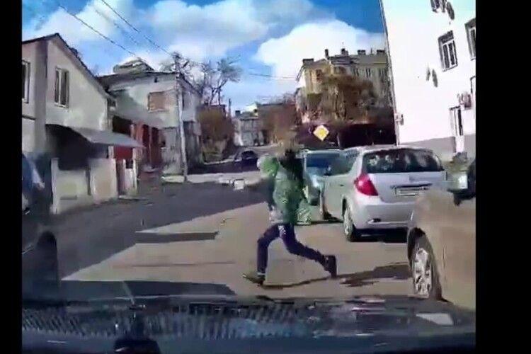 У Луцьку дитина ледве не потрапила під колеса авто