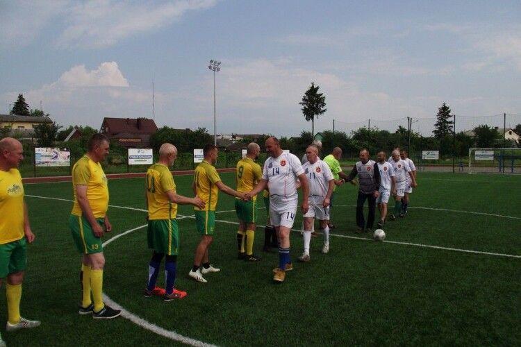 Ветерани футболу Любомльщини вшановували 60-річний ювілей колеги матчем