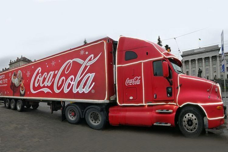 Знаменита вантажівка Coca-Cola щойно їздила Луцьком!