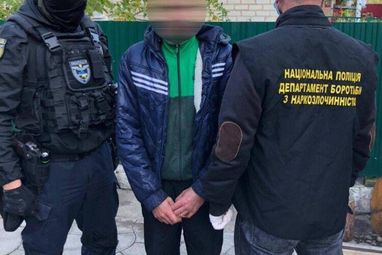 На Волині викрито злочинну групу, яка на наркотиках заробляла 200000 грн у місяць (Фото)