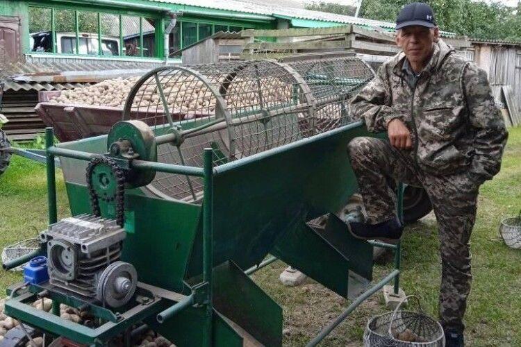 Волинянин має агрегат для зручного перебирання картоплі (Фото)