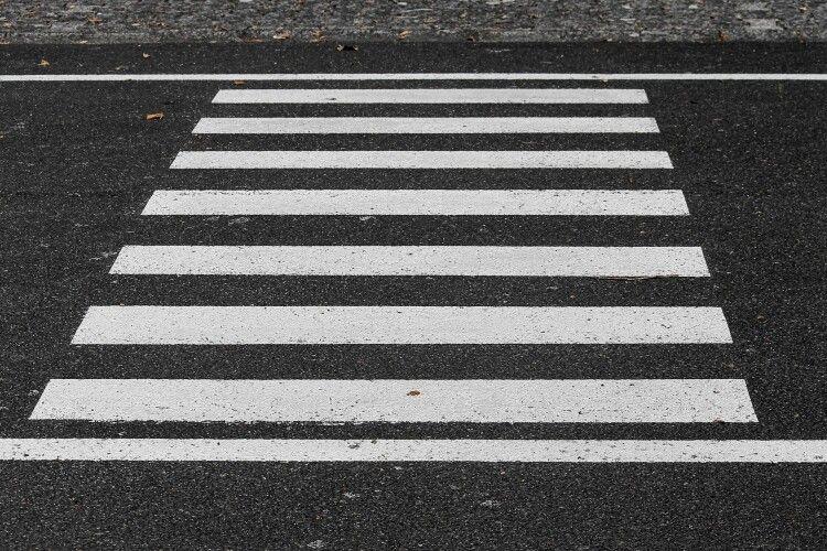 У Рівному водій наїхав на чоловіка на пішохідному переході (Відео)