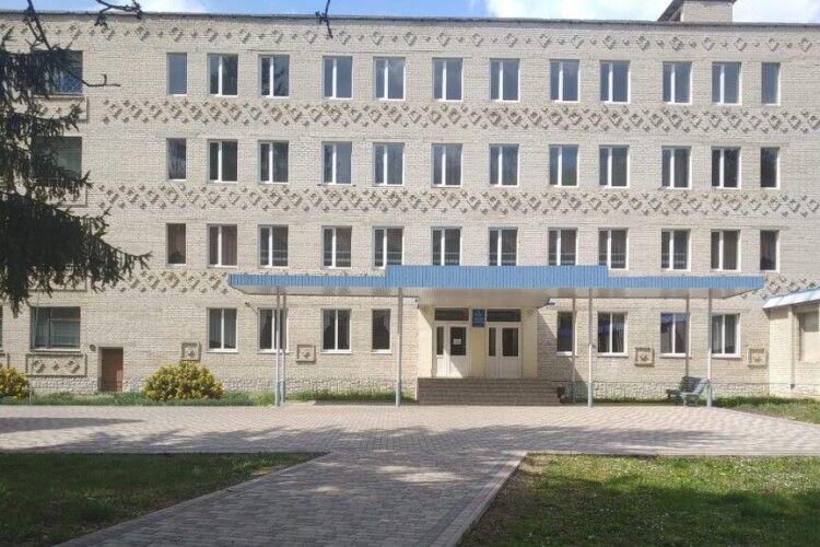 У Берестечківському ПТУ №27 розпочали ремонт спортивного залу – допоможе нардеп