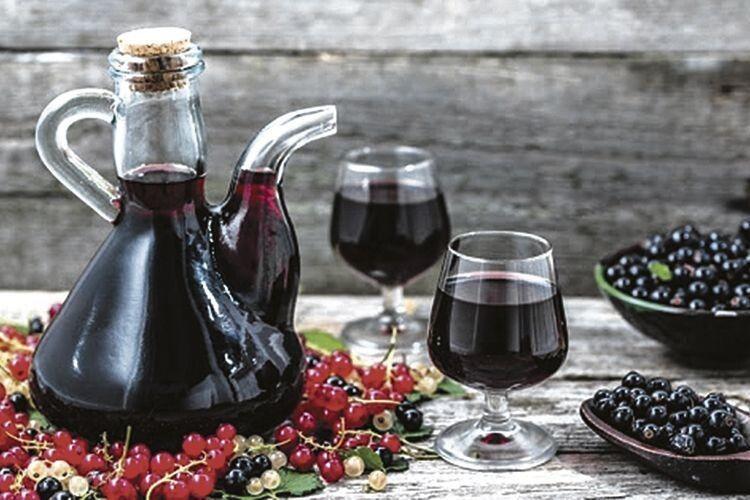 Як приготувати домашні вина, коньяк, лікери й наливки із фруктів та ягід: рецепти