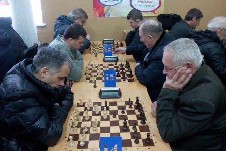 На Василя чотири дюжини лучан і гостей міста всілися за шахівницю
