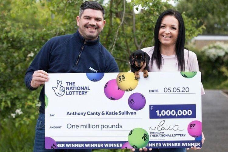 Переможець упевнений, що Небо віддячило йому за добрий вчинок мільйоном фунтів.