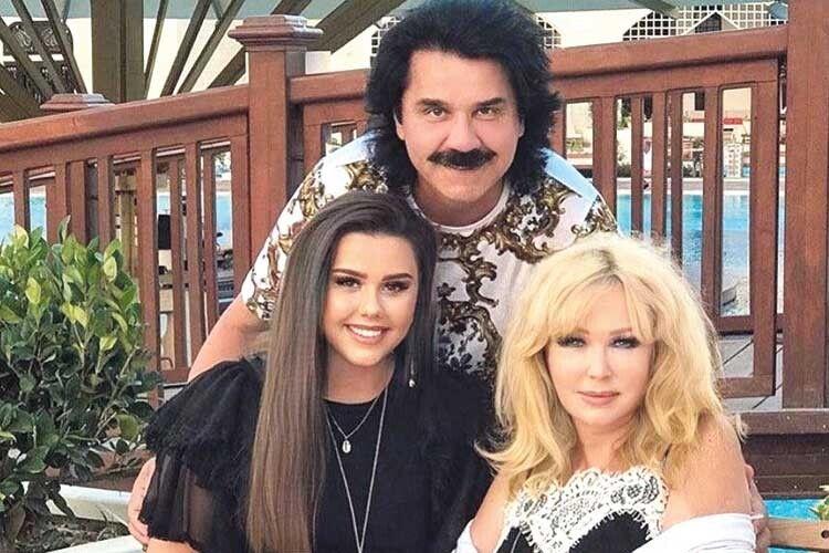 Любов Павла до вродливих жінок не випадкова. І дружина Марина, і донька Діана – справжні красуні.