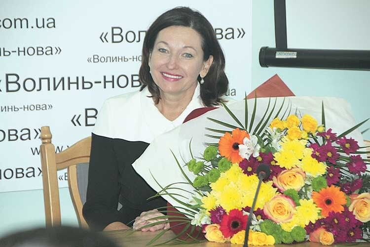 Ірина Констанкевич спочатку зачарувала своєю усмішкою іквітами. Аякі теплі слова сказала!