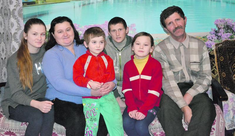 Тепер у подружжя шестеро дітей — правда, старші дві дочки уже заміжні, живуть окремо.