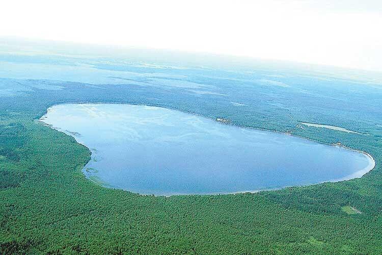 Біле озеро— одне з небагатьох вУкраїні зпідвищеним вмістом гліцерину уводі, тому вона має надзвичайні цілющі властивості.