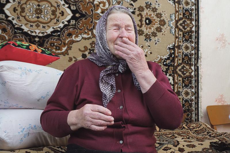 Не може втриматися Антоніна Василівна від сліз.