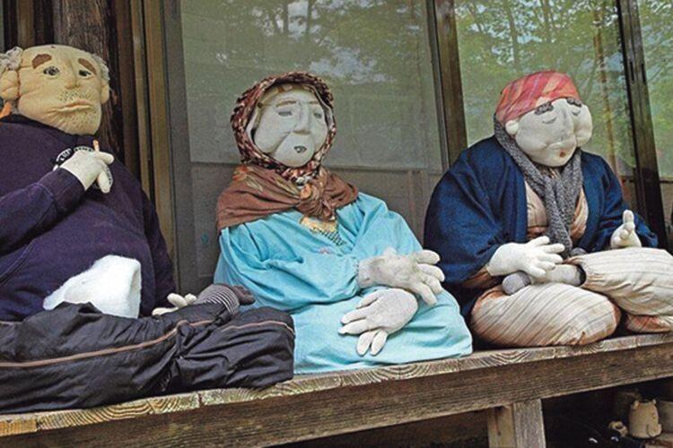 Ляльки зображають тих людей, які колись тут жили.