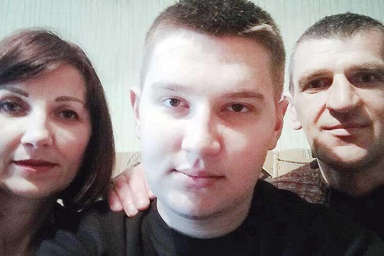 Тепер вони разом— мама, тато ісин, який живе ізбатьковою ниркою.