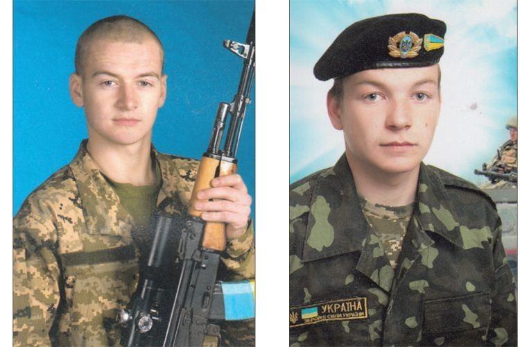 Воїн-контрактник Павло Носкович (ліворуч) та його брат,  солдат строкової служби Андрій.