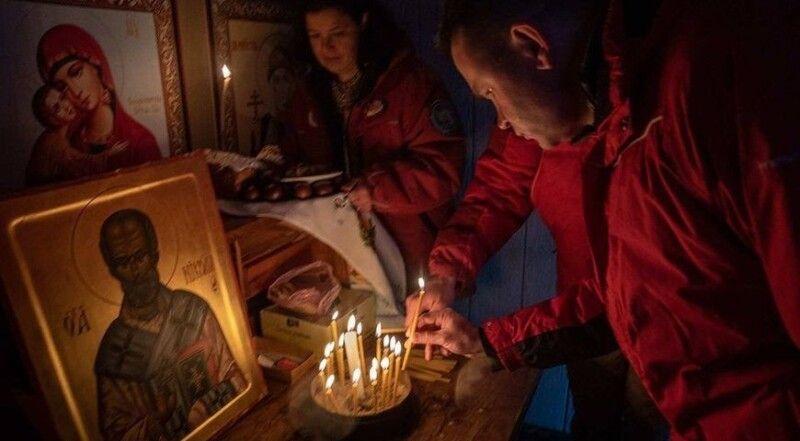 Свічечка «за здоров'я» у єдиній тут церкві Святого Володимира.  Фото прес-служби полярної станції «Академік Вернадський».