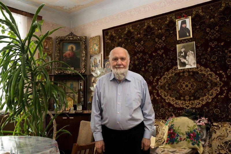 Отець Ярослав допомагає онкохворим і молитвами, і лікувальними мазями.