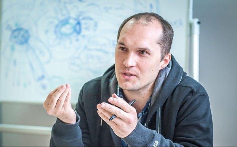 Юрій Бутусов.