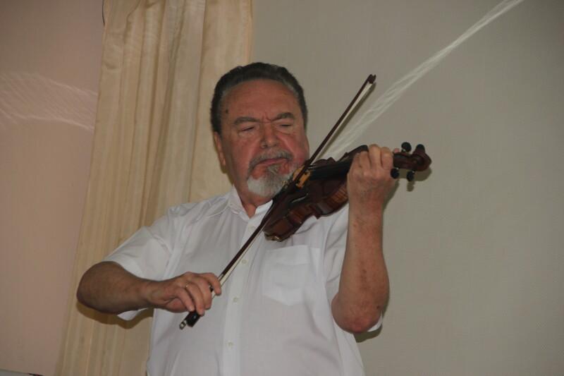 Плакала скрипка Товія Рівця...