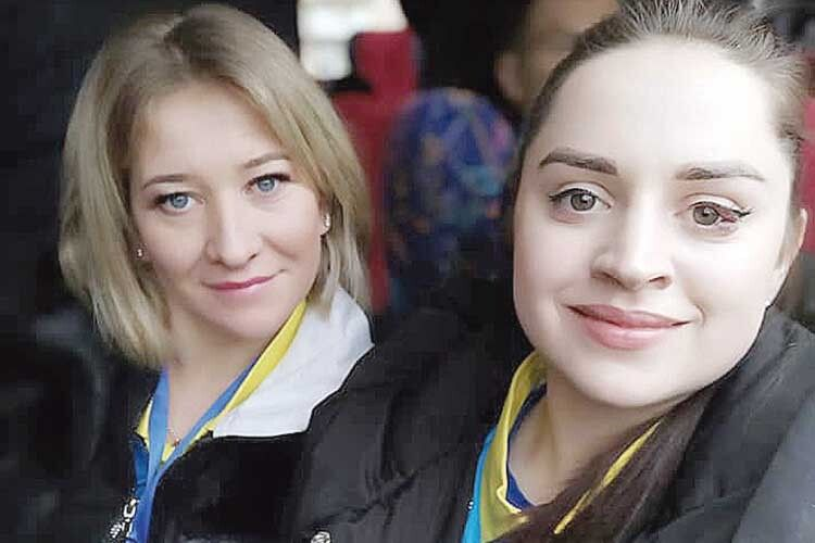 Олена Гудзенко (ліворуч) під час суддівства нерідко дискутує з колегою із Рівного пані Юлією.