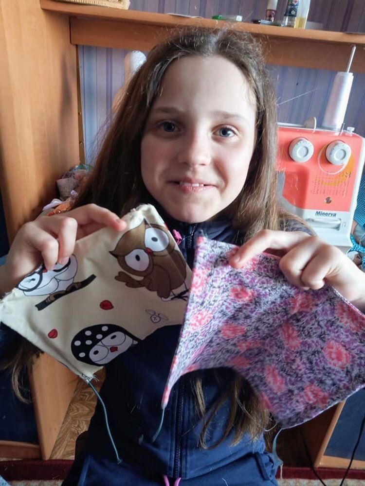 Для хлопчиків і дівчаток — «веселі» маски із совенятами  і пінгвінами.