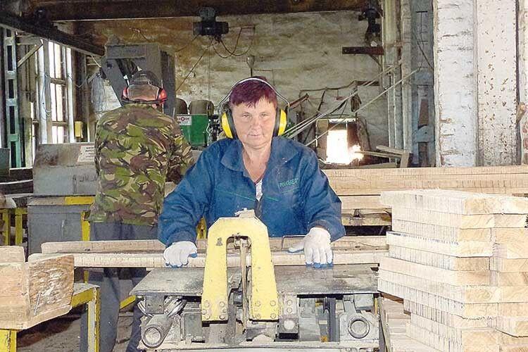 Галина Хомік — бригадир переробного цеху,  в якому працює понад 20 років.