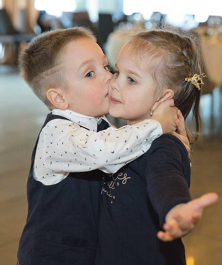 Внуки подружжя, яких подарували син Василь ідонька Катя.