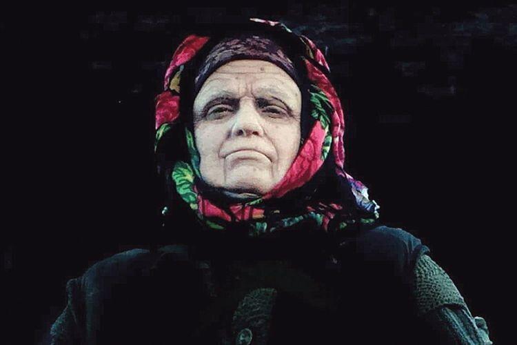 Грати бабу Прісю з Чорнобильської зони доручили Ірмі. Режисери знали,  що вона впорається з такою непростою роллю.