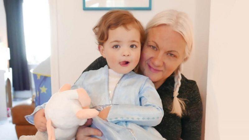 Народити дитину в 50 - це неймовірно, каже Клер Меар