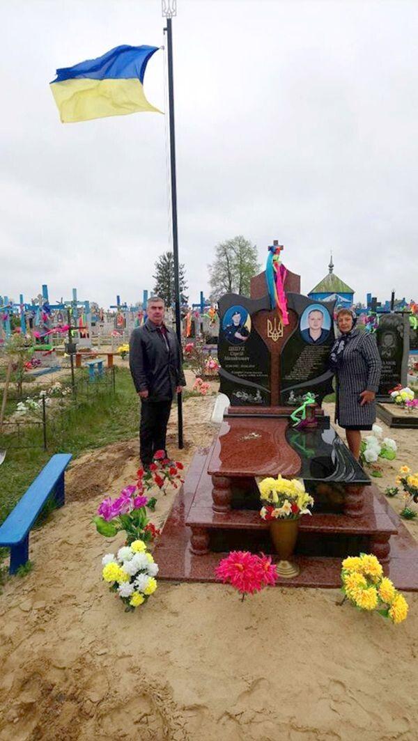 На могилі захисника Вітчизни майорітиме прапор.