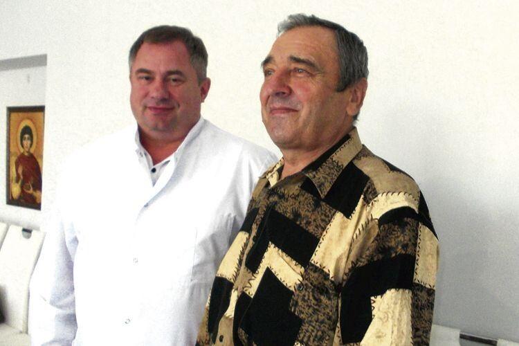 Генеральний директор Ковельського МТМО Валентин Вітер задоволений станом здоров'я особливого пацієнта —  Миколи Мартинюка з Сомина.