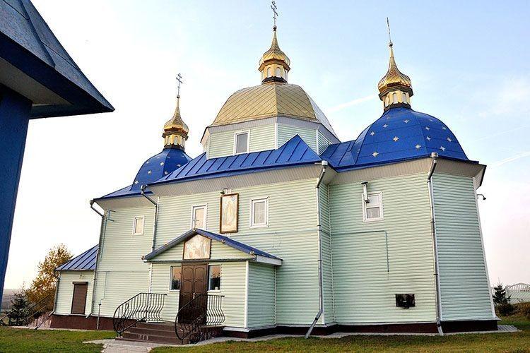Михайлівська церква села Великий Житин збудована у 1776 році. У ній вінчалися батьки у 1930-му,  а в 1934 — хрестився майбутній перший глава незалежної України.