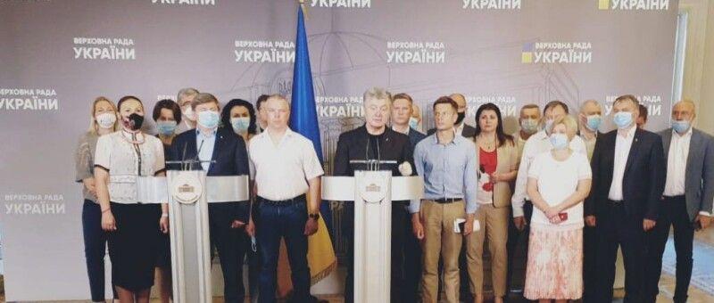 Петро Порошенко закликав Якова Смолія не здаватися та відкликати заяву про відставку.