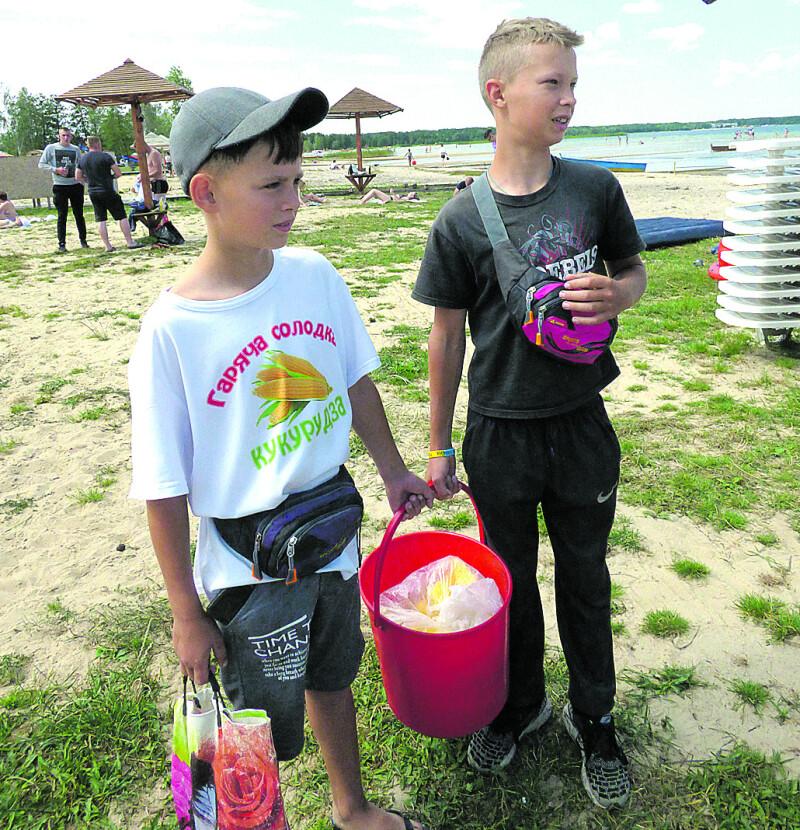 Юні продавці кукурудзи також занепокоєні,щовода «сіла».