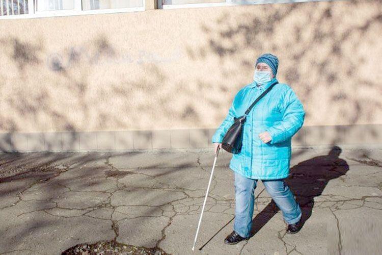 Руслана ходить на роботу сама і знає кожну перешкоду на шляху до поліклініки.
