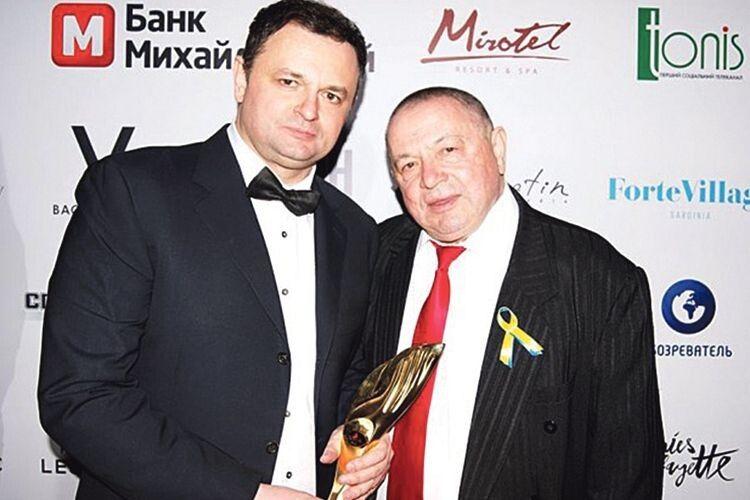 Любов до хірургії і до людей Ростислав Валіхновський успадкував від батька Любомира Дмитровича,  лікаря з майже 50-річним досвідом роботи.