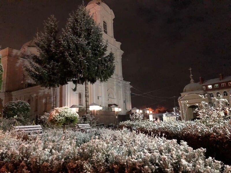 У Луцьку - перший сніг.