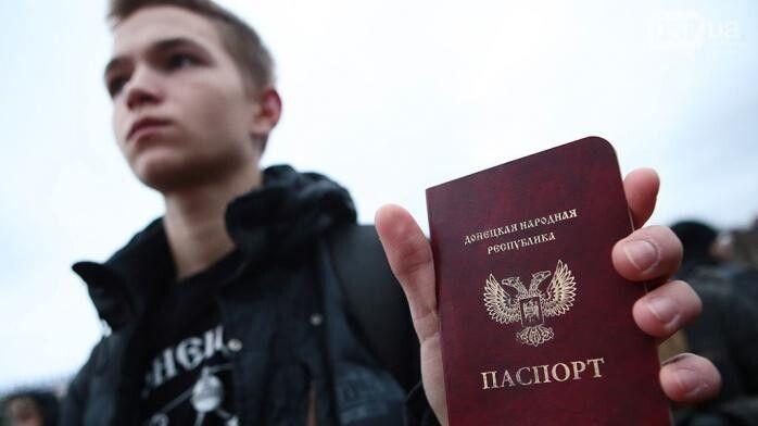 Через безвіз зараз значно популярніший український паспорт, а не документ із двоголовим чудовиськом.